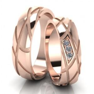 Золотое обручальное кольцо 411128 фото