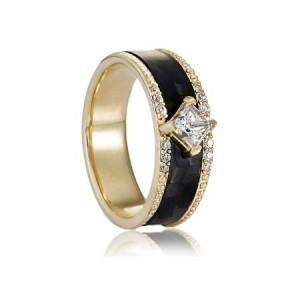 Золотое обручальное кольцо с карбоном 1620410300297 фото