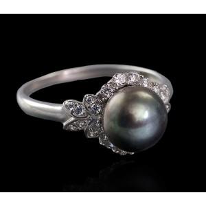 Серебряное кольцо с жемчугом 1769/9р Фуксия