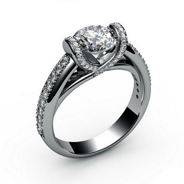 Золотое кольцо для помолвки 11952104 фото