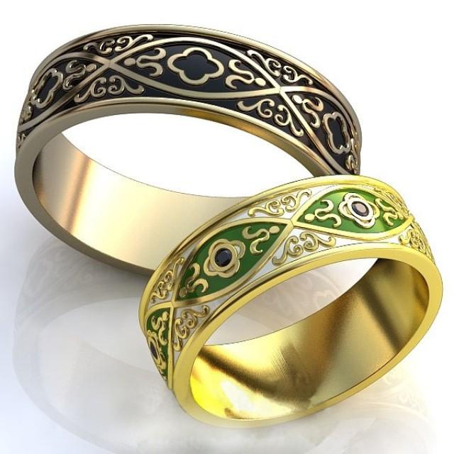 Золотое обручальное кольцо с эмалью 415103