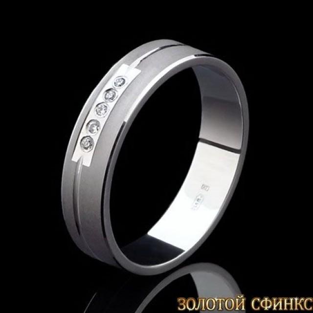 Обручальное кольцо из платины с бриллиантами 091008