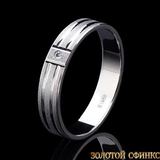 Обручальное кольцо из платины с бриллиантом 091010