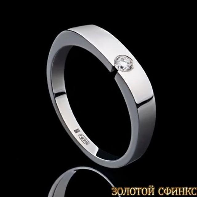 Обручальное кольцо из платины с бриллиантом 091119