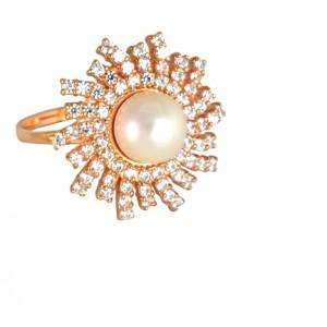 Золотое кольцо с цирконами и жемчугом 684-35