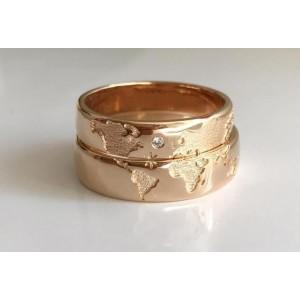 Золотое кольцо обручальное с картой мира