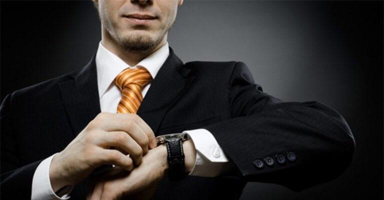 часы на левой руке носят