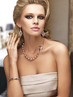 как носить браслет с вечернем платье