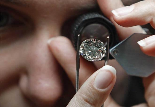 как проверить настоящий ли в кольце бриллиант