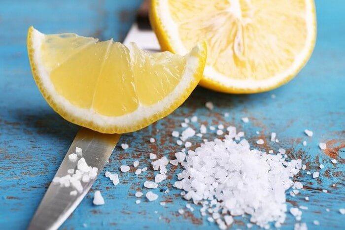 соль и лимонный сок для чистки золотой цепочки